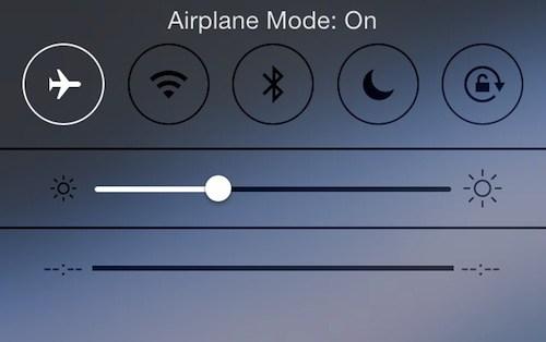 Почему нельзя пользоваться сотовой связью на борту самолета?