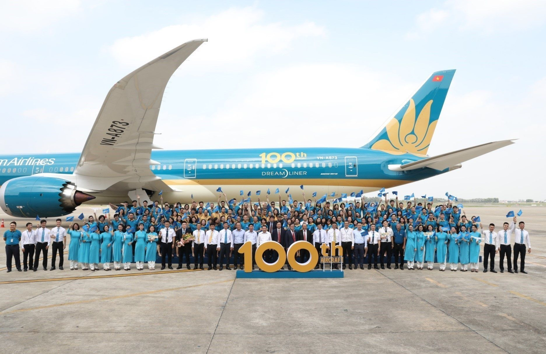 100-й самолет для Vietnam Airlines