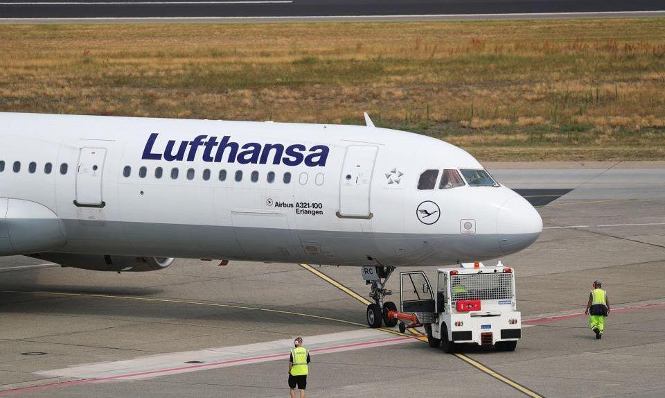 Парковка самолетов в Берлин-Брандебург