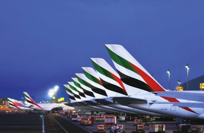 Парковка самолетов Emirates в Дубае