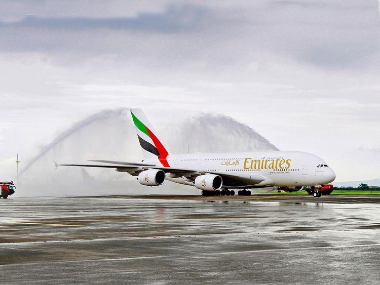 Airbus A380 Emirates в аэропорту Кларк